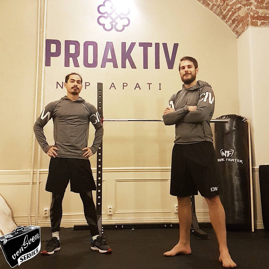 Wall painting for @proaktivnaprapati ! I can HIGHLY recommend proaktiv. after years of shoulder pain which almost brought my painting career to a full halt. I can say i am on my way to recovery after only a half dozen treatments! today was the first day of bio mechanics in the gym. so thankful !!