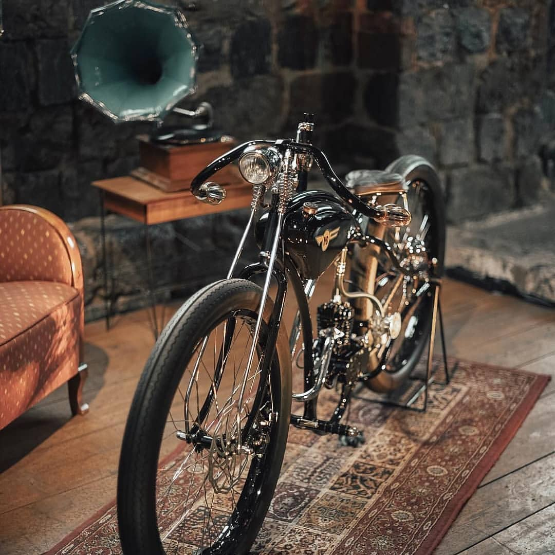 very poud to have been a part of this top class build by @jonasbenne motorized bicycle at photo by @wiildwoodflower hand painted emblem by me