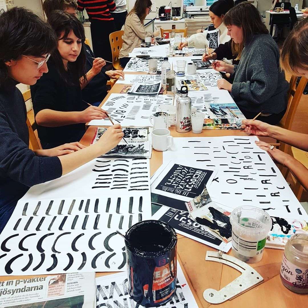 always so great teaching at nykelviksskolan as a part of the hand lettering week, all this in only 2 days ! such quick learners !  @nyckelvikenbogf @nyckelviksskolan